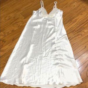 Oscar de la Renta Pink Label White Nightgown